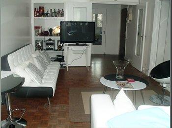 Loue chambre dans bel appartement Paris Centre.