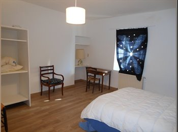 Appartager FR - une grande chambre - Carpentras, Carpentras - 300 € /Mois