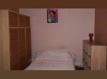 Appartager FR - chambre meublée dans maison avec jardin, Bègles - 450 € /Mois