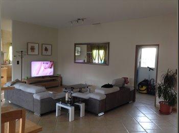 Appartager FR - maison calme, Carcassonne - 400 € /Mois