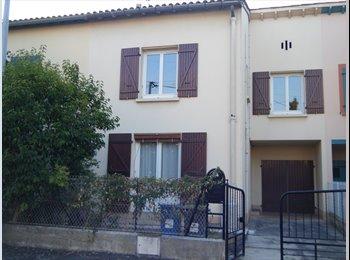 Appartager FR - Part. loue chambre meublée dans maison avec jardin, Toulouse - 300 € /Mois