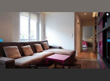 14sqm bedroom to rent in Oberkampf