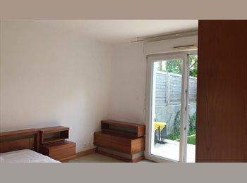 Une chambre dans un T2 intérieur d'une maison