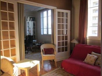 Appartager FR - Appart 2 chambres meublé quartier Eaux-Claires - Grands boulevards, Grenoble - 370 € /Mois