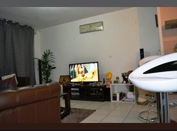 Chambre dans un joli appartement à Jolimont