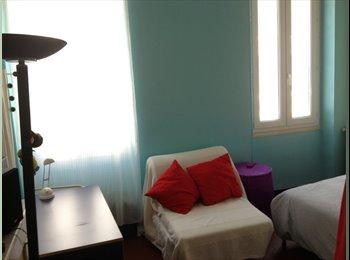 Appartager FR -  Chambre pour une jeune fille étudiante bedroom for a student, Marseille - 360 € /Mois