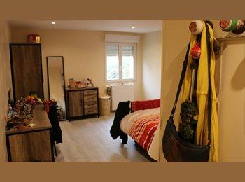 Appartager FR - Chambre dans pavillon jardin parking privatif, Nanterre - 600 € /Mois