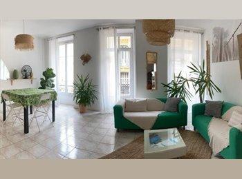 Appartager FR - Spacieuse Agréable Chambre Meublée mezzanine 2pers - Cœur de Ville, Nice - 535 € /Mois