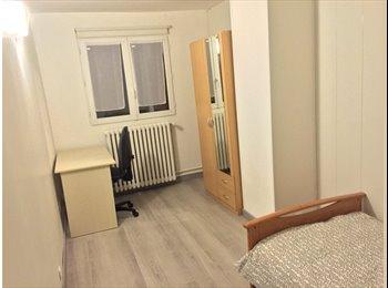 Chambre meublée de  11 m² dans une maison