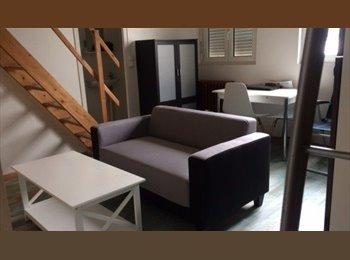 Appartager FR - studio en pierre avec couchage en mezzanine, Aytré - 520 € /Mois