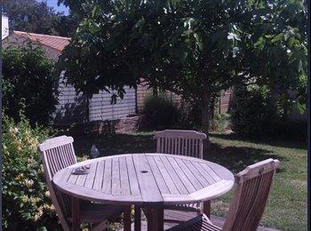 Chambre dans maison agreable avec jardin a Aytre