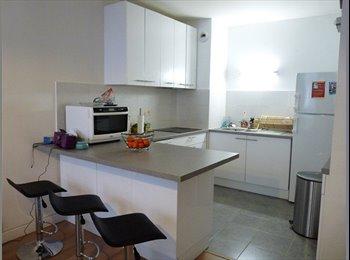CHAMBRE MEUBLEE - Bel appartement rénové neuf