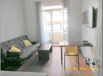 Nice centre: chambre meublée avec balcon dans coloc pour 2