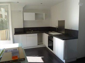 Appartager FR - Coloc étudiante : 3 Chambres dans T4 refait à neuf, Grenoble - 370 € /Mois