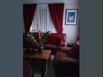 Appartager FR - Chambre de 17 m2 dans maison de 115 m2, Paris - Ile De France - 450 € /Mois