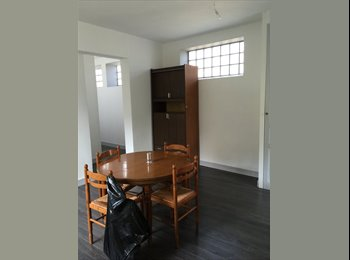 Appartager FR - Studio 80m2 ave 2 chambres en centre-ville, Limoges - 290 € /Mois