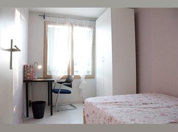 Chambre à louer dans un appartement spacieux à...
