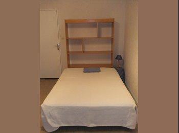 Chambre meublée à louer à une étudiante