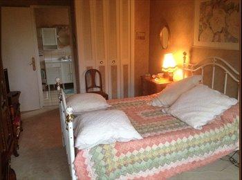 Appartager FR - Location d'une chambre meublee avec sdb - Gif-sur-Yvette, Gif-sur-Yvette - 570 € /Mois