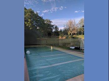 Appartager FR - Colocation de standing dans une grande maison avec piscine, Dijon - 450 € /Mois