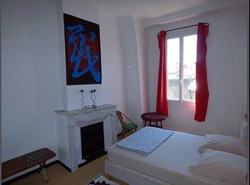 Appartager FR - Appartement intra muros 80 m2 , 2 ch doubles dispo, tout équipé, Avignon - 425 € /Mois