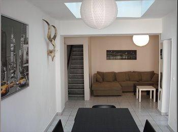 Appartager FR - Chambre meublée / Jardin / Affiliée APL / Plein centre ville, Roubaix - 400 € /Mois