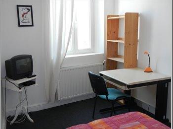 Appartager FR - Chambre meublée ETUDIANT  BAIL  INDEPENDANT, Avignon - 300 € /Mois