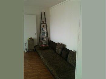 Appartager FR - Petite chambre dans grand appartement pour bilingue allemand - 19ème Arrondissement, Paris - Ile De France - 600 € /Mois