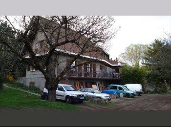 Appartager FR - cherche colocataires  - Saint-Genis-Laval, Lyon - 530 € /Mois