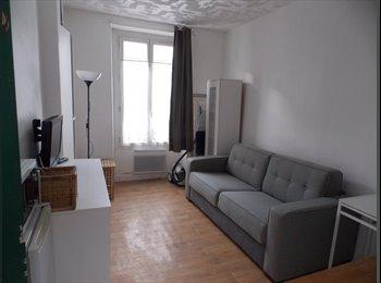 Studio en location meublée M° HOCHE