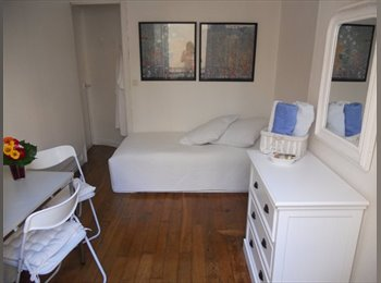 Appartager FR - Cosy room in Central Paris avail. from 1st of June 2017, 10ème Arrondissement - 780 € /Mois