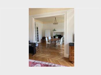 Chambre double avec balcon 6ème LUXEMBOURG