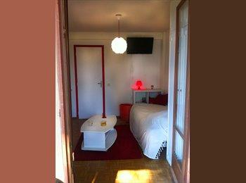 Appartager FR - Chambre avec terrasse privée - Bastia, Bastia - 295 € /Mois