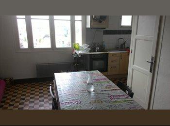 Appartager FR - Chambre meublé pour étudiant dans T4 proch du Tram - Saint-Martin-d'Hères, Grenoble - 253 € /Mois