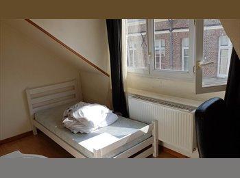 Appartager FR - Chambre meublée très proche de la gare - Amiens, Amiens - 300 € /Mois