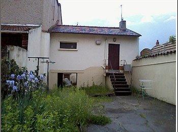 Appartager FR - Chambre dans maisonnette 45 m2 plus cours, - Roanne, Saint-Etienne - 120 € /Mois
