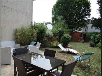 Appartager FR - 3 chambres dans maison meublée (110m²) avec jardin - Torcy, Paris - Ile De France - 390 € /Mois