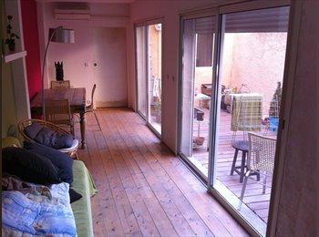 Appartager FR - Recherche sous-locataire pour l'été ! - 1er Arrondissement, Marseille - 320 € /Mois
