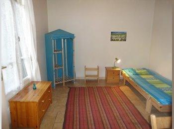Appartager FR - Coloc studieuse ds pte maison pr 3 étudiantes - 8ème Arrondissement, Lyon - 350 € /Mois
