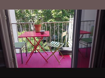 Appartager FR - Chambre meublée dans grand appartement, Marseille - 430 € /Mois