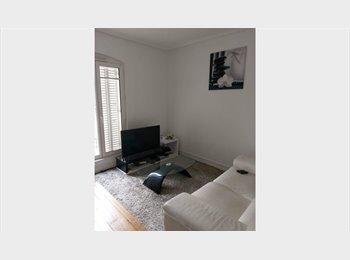 Appartager FR - Chambre meublé dans un immeuble typique parisien - 18ème Arrondissement, Paris - Ile De France - 500 € /Mois