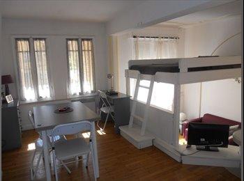 Gand Studio Mezzanine Centre Nice pour étudiante