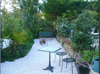 Appartager FR - co location meublée dans villa avec jardin - Six-Fours-les-Plages, Toulon - 650 € /Mois