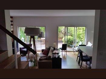 Chambre à louer à Suresnes dans maison