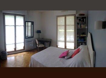 Appartager FR - Chambre avec jardin - 7 min de La Défense - Saint-Cloud, Paris - Ile De France - 500 € /Mois
