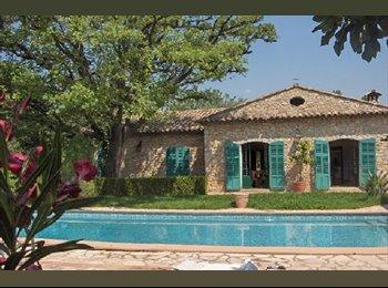 Appartager FR - Colocation dans belle maison avec jardin et piscine proche de toutes commodités dans le secteur Valb - Valbonne, Cannes - 495 € /Mois