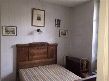 Loue chambres dans maison privative