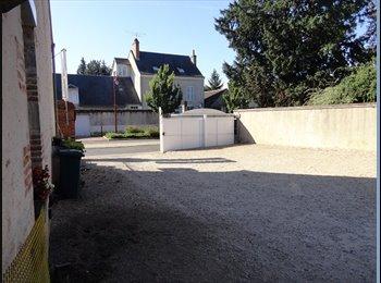 Appartager FR - APPART EN DUPLEX  3 P AVEC COUR JARDINET PARKING  - Orléans, Orléans - 690 € /Mois