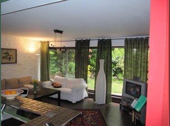 Chambre à louer dans grand duplex rez de Jardin très calme....