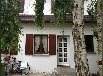 Appartager FR - Petite chambre dans le jardin + maison entièrement libre en semaine - Fontenay-sous-Bois, Paris - Ile De France - 600 € /Mois